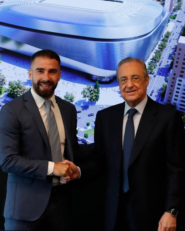 كارفاخال ورئيس ريال مدريد