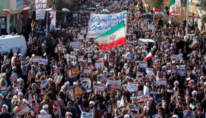 متظاهرون يبعثون رسائل لاذعة لرئيس إيران الجديد