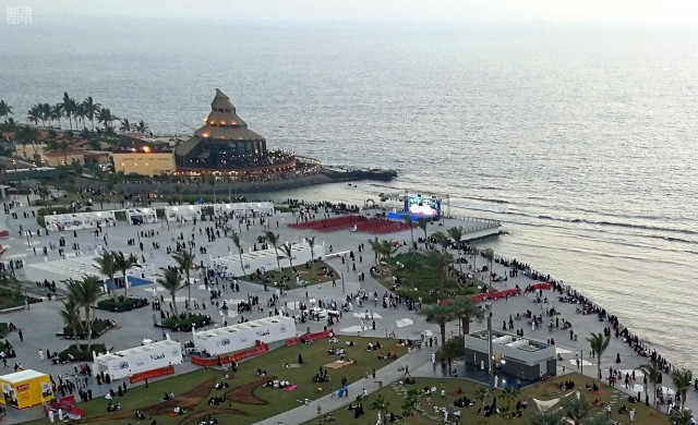واجهة جدة البحرية تستقبل المتنزهين والزوار خلال عيد الأضحى