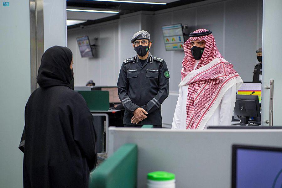 وزير الداخلية يتابع عمليات نفرة الحجاج إلى مزدلفة - المواطن