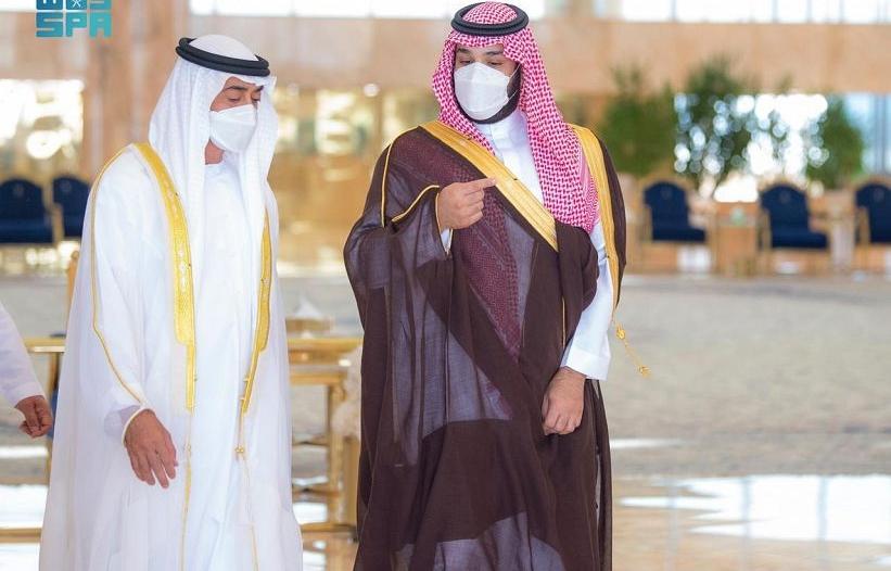 محمد بن سلمان يستقبل ولي عهد أبوظبي لدى وصوله مطار الملك خالد الدولي