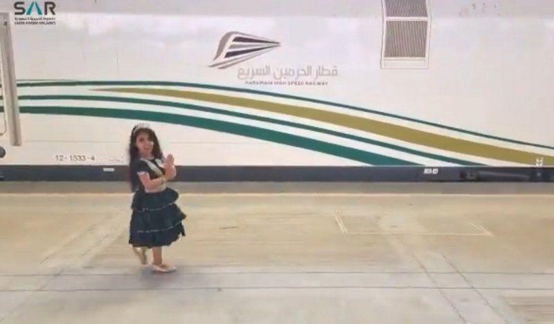 سار تتفاعل مع مقطع يرصد فرحة طفلة بمرور قطار الحرمين من أمام منزلها - المواطن