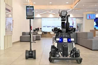 الروبوت الشخصي والروبوت الأمني يتسابقان لخدمة ضيوف الرحمن - المواطن