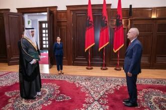 السفير حفظي يستعرض العلاقات الثنائية وسبل تعزيزها مع رئيس ألبانيا - المواطن