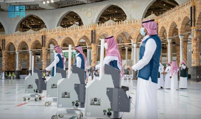 تكثيف عمليات التعقيم بالمسجد الحرام مع بدء استقبال المعتمرين - المواطن