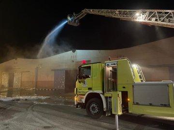 حريق يلتهم مستودعاً لتخزين المواد الكيماوية بالدمام