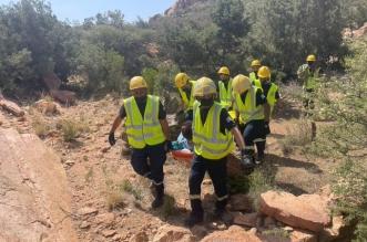 مدني الطائف ينقذ شخصًا سقط من أحد المرتفعات الجبلية بالهدا - المواطن