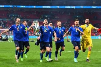 المنتخب الإيطالي يحتفل - إنجلترا وإيطاليا