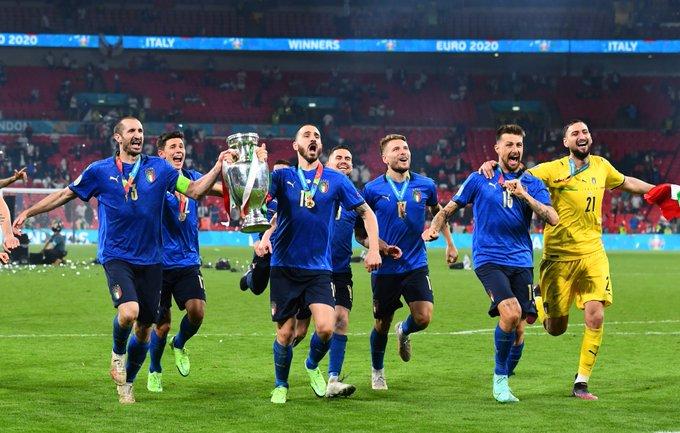 المنتخب الإيطالي يحتفل