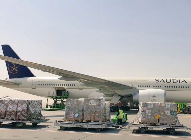 إنفاذًا لتوجيهات الملك سلمان.. وصول أولى طلائع الجسر الجوي السعودي إلى تونس - المواطن