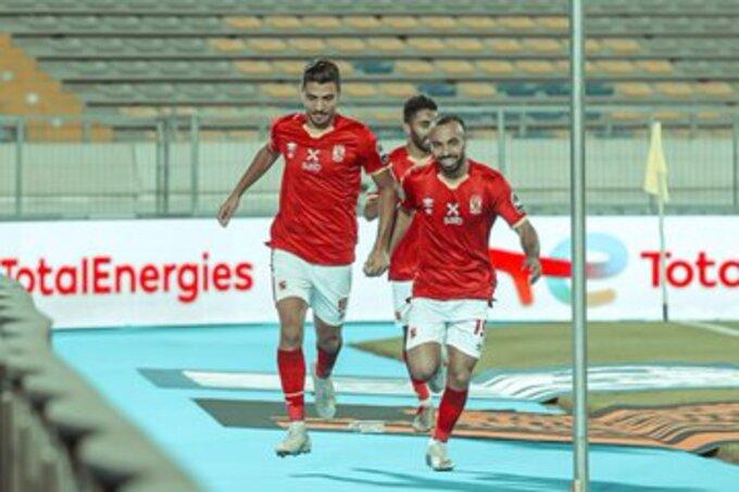 محمد شريف لاعب الأهلي المصري