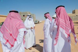 أمير الحدود الشمالية يتفقد أحياء المروج والضاحية بمدينة عرعر - المواطن