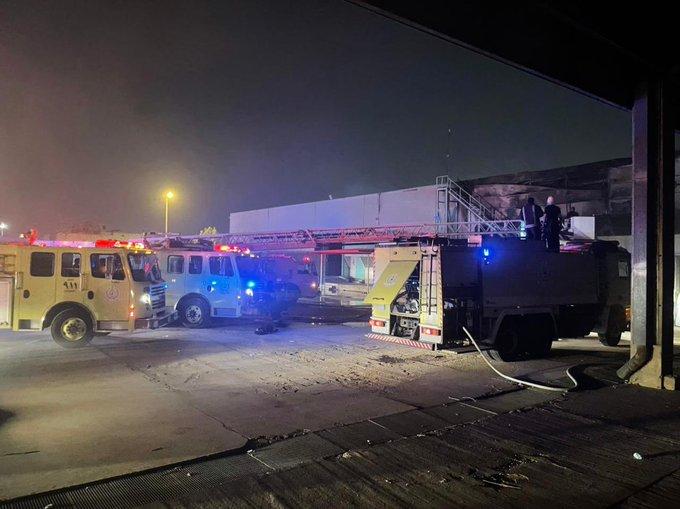 مدني الرياض يباشر إخماد حريق بمستودع في حي الروابي - المواطن