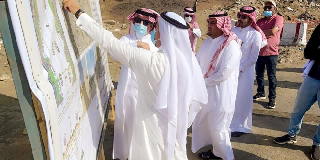 أمين عسير يتابع ميدانيا مشروعي طريق الثلاثين و مرحبا ألف في مدينة أبها