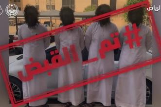 في قبضة رجال الأمن.. مواطنون يرتدون أقنعة ويخوفون المارة بالرياض - المواطن