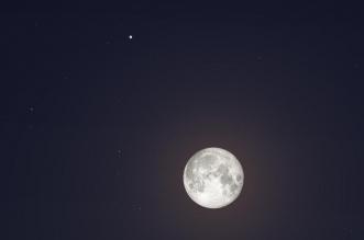 القمر يقترن بزحل طوال الليل