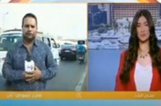 مذيع مصري يتعرض لحادث سير على الهواء مباشرة - المواطن