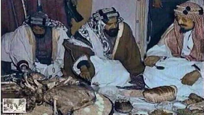 صورة نادرة لـ الملك عبدالعزيز والشيخ حمد بن عيسى أثناء زيارة البحرين - المواطن