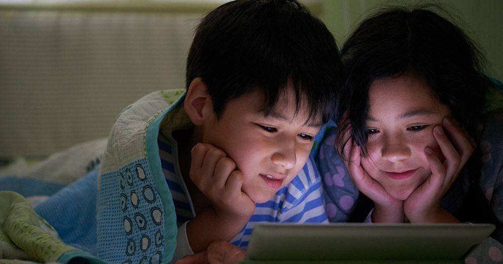نصيحة للأطفال في العيد : السهر مع الإلكترونيات يدمر صحتكم