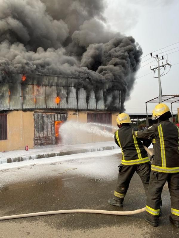 حريق في عدد من الورش ومستودع لقطع الغيار بأبو عريش - المواطن