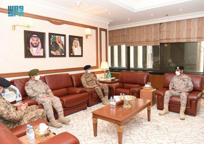 الفريق الأزيمع يبحث التعاون العسكري مع مدير أركان الجيش الباكستاني - المواطن