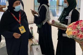 وصول أولى طلائع المعتمرين إلى مطار الأمير محمد بن عبدالعزيز - المواطن