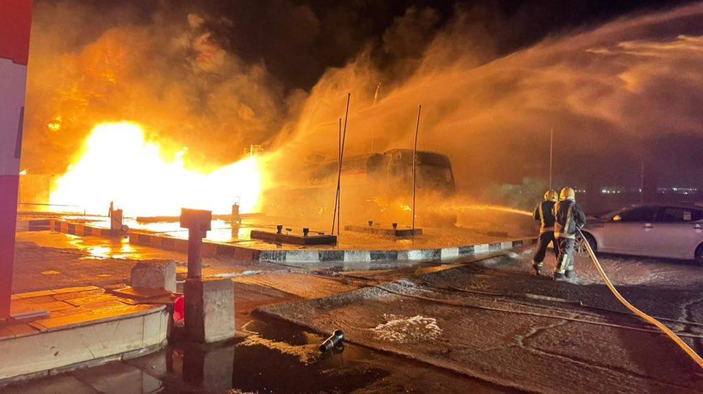 مدني تبوك يخمد حريقًا مروعًا بناقلة نفط - المواطن