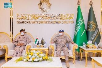 رئيس أركان القوات المسلحة الإماراتية يزور مقر التحالف الإسلامي بالرياض - المواطن