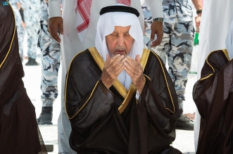 نيابة عن الملك سلمان.. أمير منطقة مكة يتشرّف بغسل الكعبة - المواطن