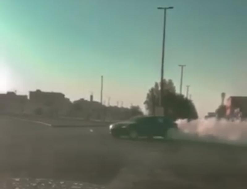 مفحط حي الصالحية بعرعر في قبضة رجال المرور - المواطن