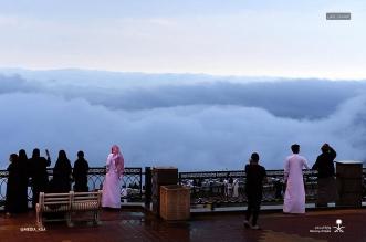 ممشى الضباب على قمم جبال أبها.. أعجوبة سياحية وتجربة لا تنسى - المواطن