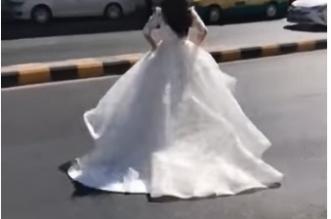 عروس تركض هاربة بفستان الزفاف في شوارع عمّان - المواطن