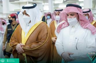 محمد بن عبدالرحمن يؤدي صلاة الميت على والدة أمين مجلس الرياض - المواطن
