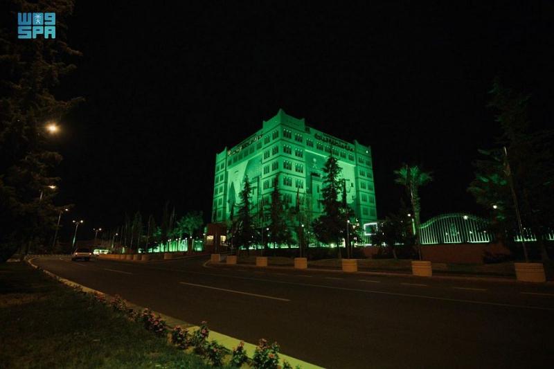 الباحة تتوشح بأعلام الوطن وصور القيادة وتكتسي بالأخضر - المواطن