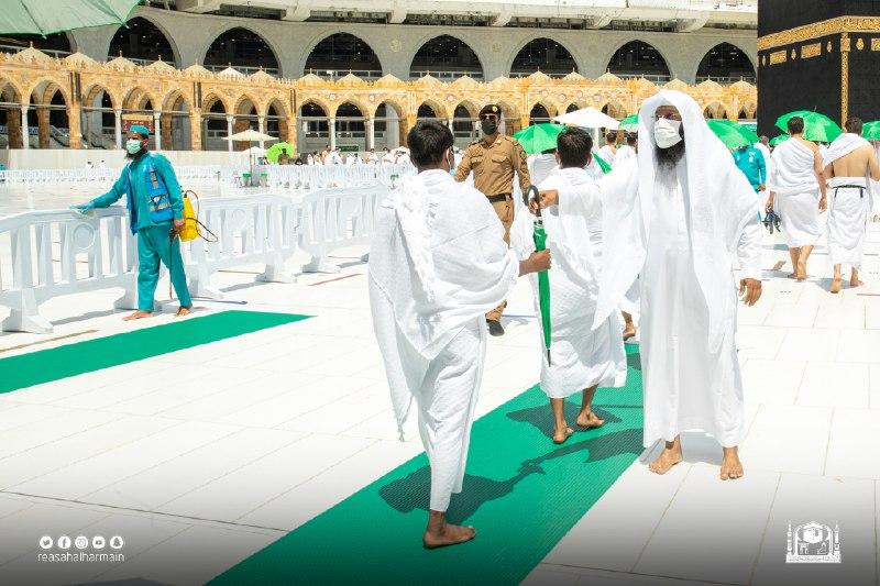توزيع 5000 مظلة اليوم في المسجد الحرام - المواطن