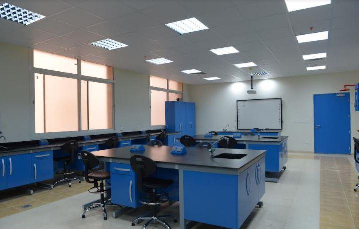 طالبات جامعة الملك خالد برجال ألمع يستأنفن الدراسة بالمقر الجديد - المواطن