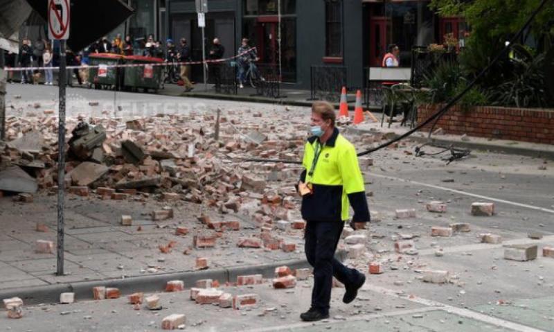 ذهول على وجه مقدم برامج في أستراليا لحظة وقوع زلزال ملبورن - المواطن
