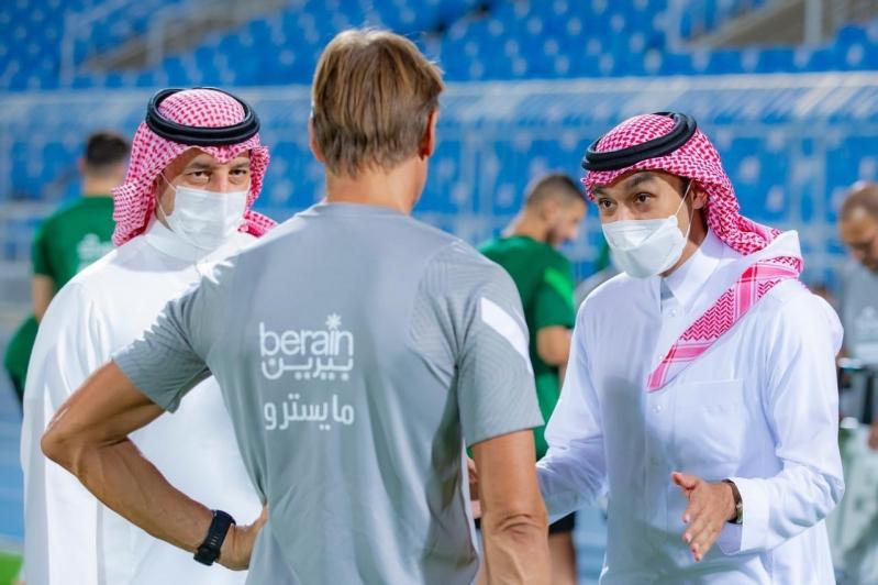 عبدالعزيز بن تركي الفيصل مع رينارد وياسر المسحل
