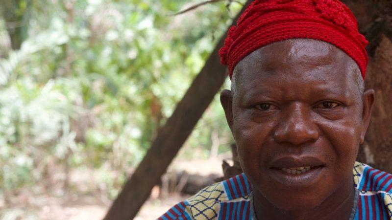 قرية إفريقية عجيبة يتحدث ذكورها وإناثها لغات مختلفة !