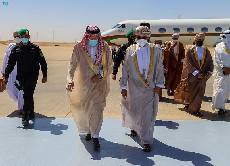 الخريجي يستقبل وزير الخارجية العُماني - المواطن