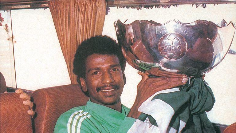 هي لنا دار - ماجد عبدالله يحمل كأس أمم آسيا 1984