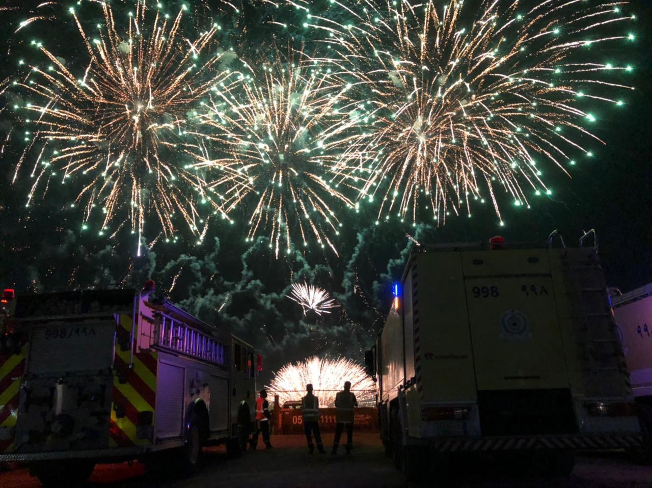 صورة الألعاب النارية تزين سماء تبوك بتشكيلات فنية رائعة