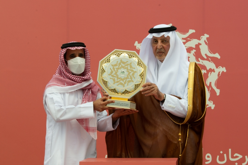 نيابة عن محمد بن سلمان.. خالد الفيصل يتوج الفائزين في منافسات مهرجان ولي العهد للهجن - المواطن