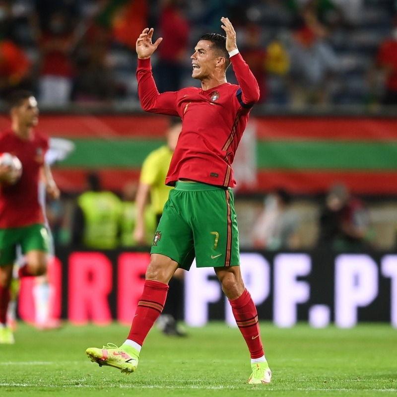 كريستيانو رونالدو لاعب البرتغال ضد إيرلندا