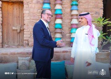 شاهد.. فيصل بن فرحان يصطحب وزير خارجية النمسا في جولة بـ العلا - المواطن