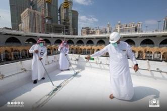 تطهير سطح الكعبة المشرفة عبر فريق فني مختص في 20 دقيقة فقط - المواطن