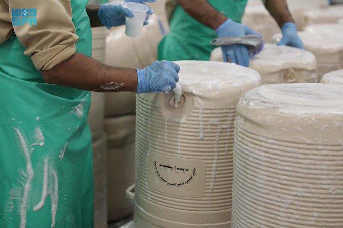 شؤون الحرمين تعيد حافظات ومشربيات ماء زمزم - المواطن
