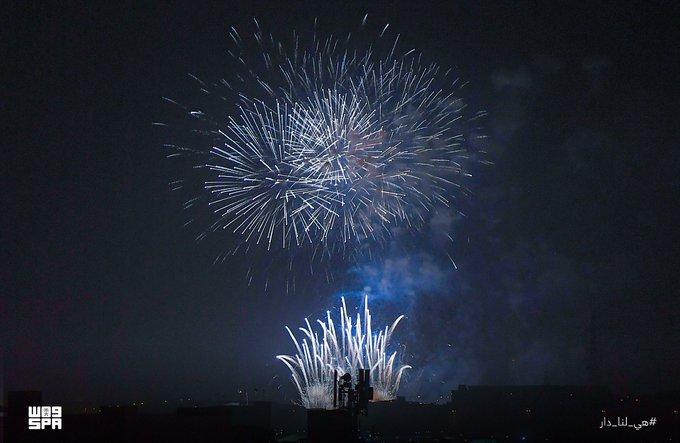 الألعاب النارية تضيء سماء الرياض ابتهاجًا بـ اليوم الوطني - المواطن