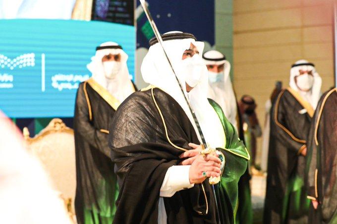 صورة أمير الرياض بالنيابة يشارك في العرضة السعودية احتفاءً بـ اليوم الوطني