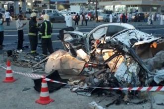 بالفيديو حادث مروري بمحافظة رجال ألمع يؤدي إلى وفاتين و٣ مصابين.